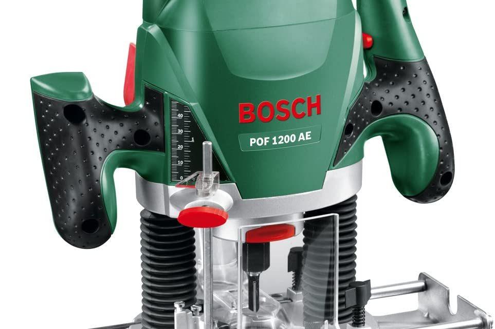 La Bosch 060326A100, une défonceuse très pratique